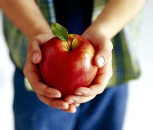 hand-apple